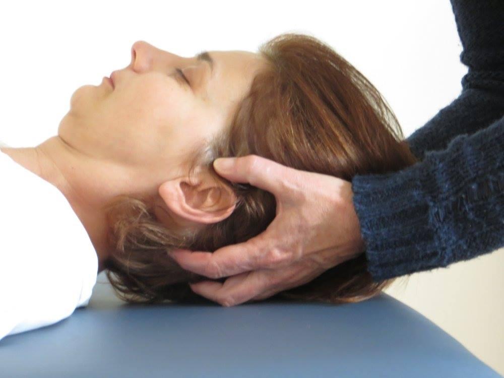 Kopf-Griff: Polarity-Massage (n. Teschler)